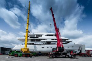 Moonen-YN201-Joing-Hull-superstructure